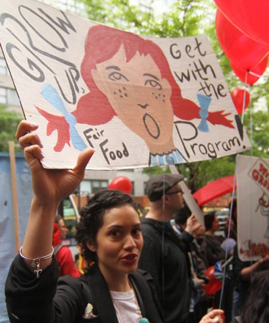 Protests outside of Wendy's shareholder meeting in 2013