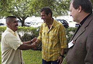 news-press_handshake